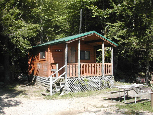 exterior of cabin with picnic table