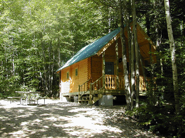exterior photo of cabin with picnic table